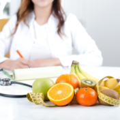 10 Reasons to Consult a Certified Nutritionist: Qua Nutrition